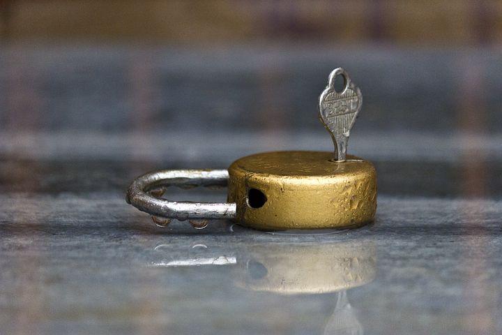 Kulcsember Zárszerelés